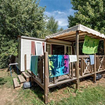 Mobile-homes de 33m²; avec terrasse couverte du Flower Camping La Dourbie